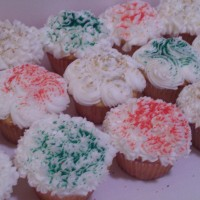 Christmas cupcakes...red, green,gold/silver sprinkles!!